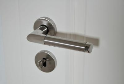 Jak dobrać klamki do drzwi
