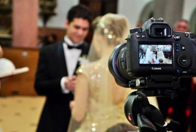 Dlaczego potrzebujesz operatora i fotografa na weselu